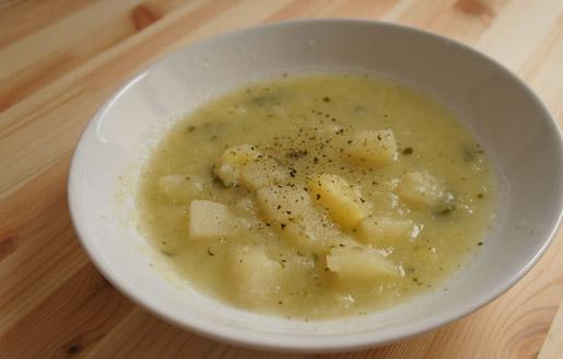 Zupa z kalarepki z łososiem