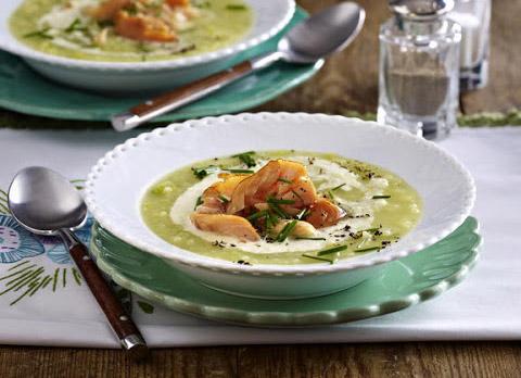 Zupa ziemniaczana z rzeżuchą i wędzonym łososiem