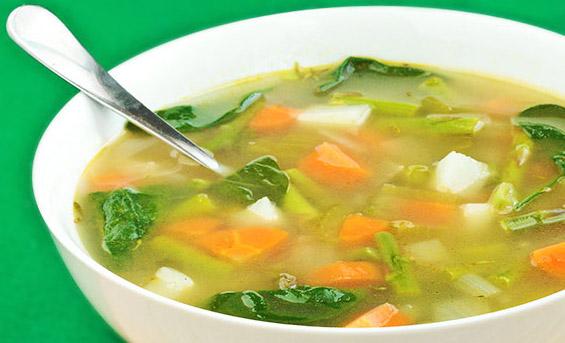 Czysta zupa jarzynowa